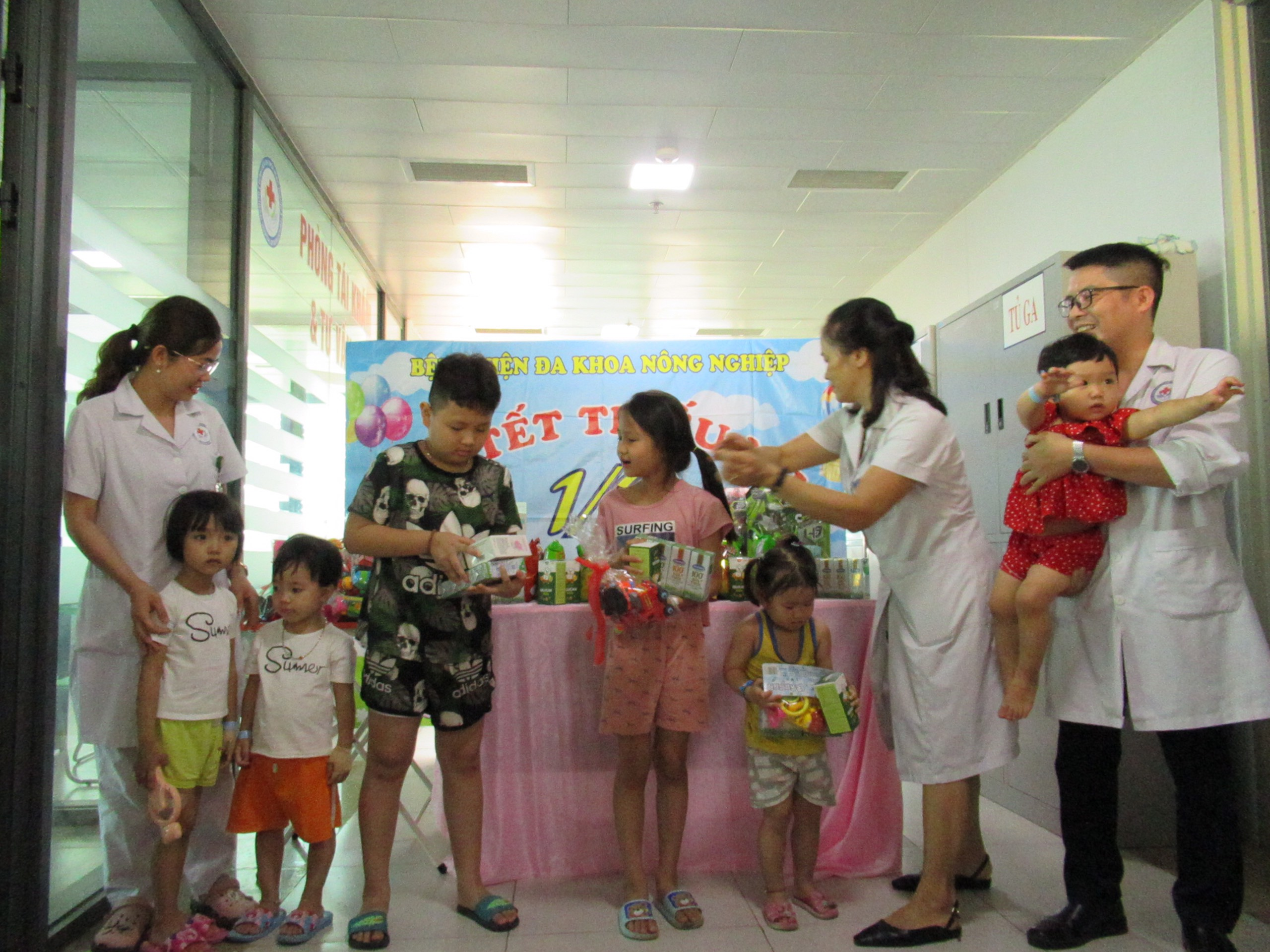 Vui tết thiếu nhi 1/06 với các bệnh nhân nhi đến khám và điều trú nội trú tại BVĐK Nông nghiệp